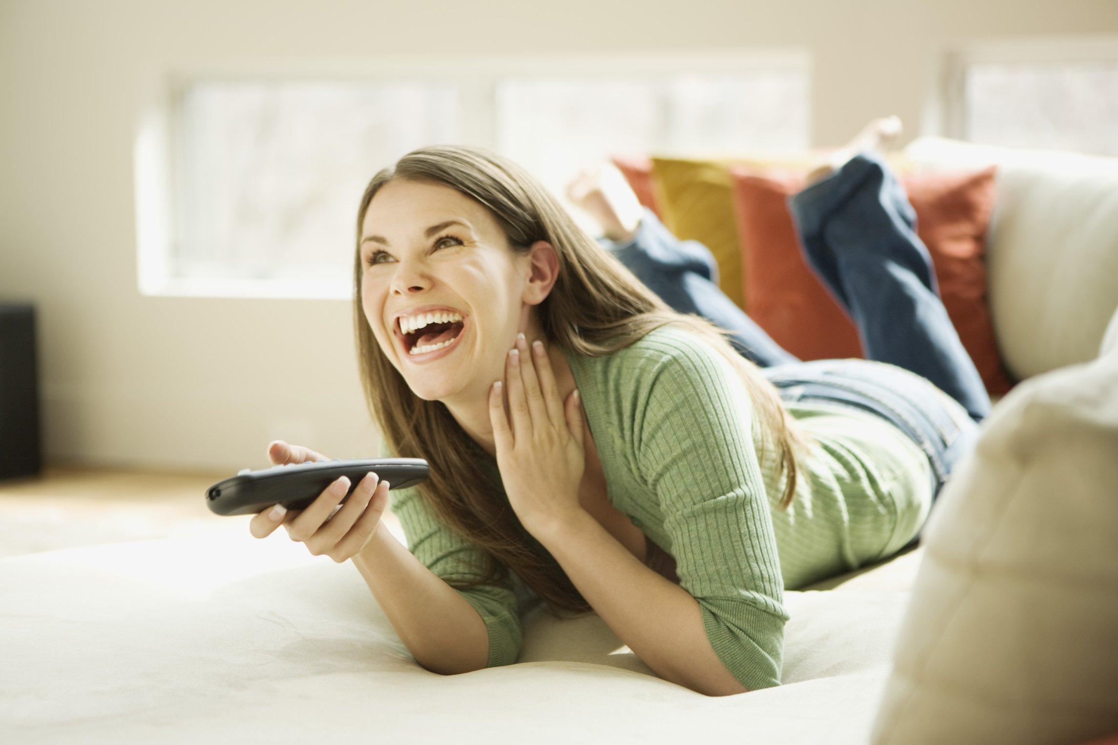 Comedy content verhoogt betrokkenheid bij TV-commercials
